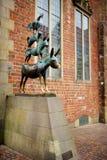 BREMEN, DEUTSCHLAND - 23. MÄRZ 2016: Berühmte Statue in der Mitte von Bremen, bekannt als die Bremen-Stadtmusiker Stockbild