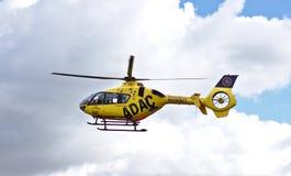 Bremen, Duitsland - Juli tiende, 2018 - de helikopter van de Noodsituatieredding tijdens de vlucht Stock Foto