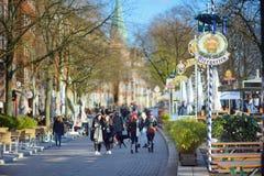 BREMEN, DUITSLAND - MAART 23, 2016: Embarktment van Weser-rivier in Bremen is zeer populair onder toeristen Royalty-vrije Stock Fotografie