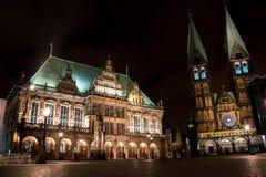 Bremen stadshus och St-Petri-Dom royaltyfri foto