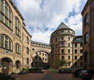 Bremen Tyskland - April 27th, 2018 - den inre borggården av den historiska domstolsbyggnaden för Bremen ` s fotografering för bildbyråer