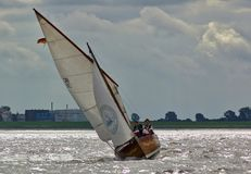Bremerhaven, Allemagne - 8 septembre 2012 - yacht classique de navigation sur la rivière Weser photo stock