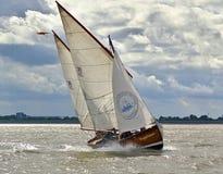 Bremerhaven, Allemagne - 8 septembre 2012 - yacht classique de navigation sur la rivière Weser image libre de droits