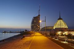 Bremerhaven (Tyskland) - strandpromenad i aftonen Arkivfoton