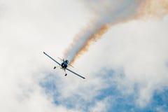 Bremsungs-flaches Fliegen in Richtung zur Kamera Lizenzfreies Stockfoto