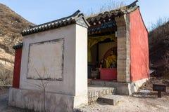 Breng 2014, Chuandixia, Hebei-provincie, China in de war: een klein Taoïsmeheiligdom niet verre van Guandi-tempel royalty-vrije stock afbeelding