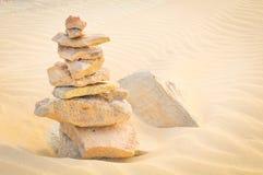 Breng uw het levensconcept met rotsen in evenwicht Stock Afbeelding