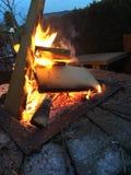 Brennen in der Grube stockfotografie