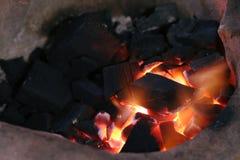Brennen der Kohle lizenzfreie stockbilder