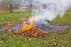 Brennen des Gartenabfalls Lizenzfreie Stockfotos