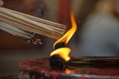 Brennen des Räucherstäbchens Lizenzfreie Stockbilder