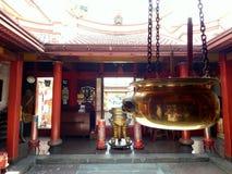 Brennen Sie hio für beten am Tempel lizenzfreie stockfotos