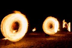 Brennende Bewegungs-Feuer-Show Stockfotografie
