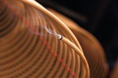 Brennende chinesische Kreisräucherstäbchen Stockbild