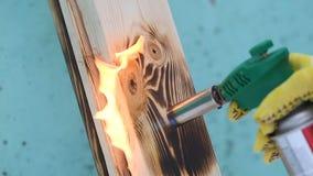 Brennende der hölzernen Dielenenfeuerflammenholz-Beschaffenheitsarbeitskraft Brennerbrände des Feuerflammenkonzeptes hölzerne am  stock footage