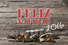 Brennende graue Kerze der Dekoration 2016 der frohen Weihnachten verwischte Hintergrundtextnachricht Hispano-Amerikaner Lizenzfreie Stockbilder