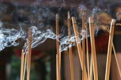 Brennende Joss-Steuerknüppel Lizenzfreie Stockfotografie