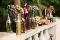 Brennende Kerze in der Weinleseschwarzflasche Lizenzfreie Stockfotografie