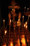 Brennende Kerzen auf Altar Lizenzfreies Stockbild