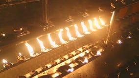 Brennende Kerzen im Tempel des Zahnes stock video