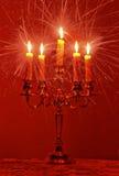 Brennende Kerzen Strahlen ausstrahlend Lizenzfreies Stockfoto