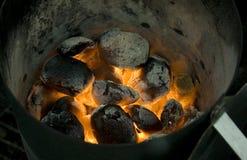 Brennende Kohle stockfotos