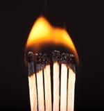 Brennende matchs geht voran (Makro) Lizenzfreies Stockfoto