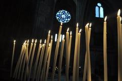 Brennende religiöse Kerzen, Cathedrale-Heiliges Andre Bordeaux, Frankreich Stockfotos