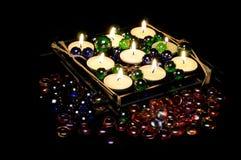 Brennende romantische Kerzen in der Kerze-Halterung Lizenzfreies Stockbild