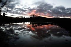 Brennende Sonnenuntergang-Reflexion u. Überschwemmung nach Sturm Imogen Lizenzfreie Stockfotografie