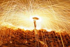 Brennende Stahlwollefeuerwerke Stockbild