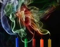 Brennende und ausgelöschte Kerzen lizenzfreie abbildung