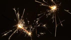 Brennende Weihnachtswunderkerzen stock video