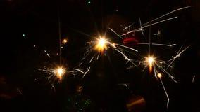 Brennende Weihnachtswunderkerzen stock footage