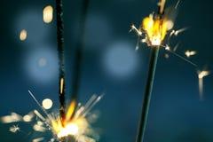 Brennende Wunderkerzen Stockfoto