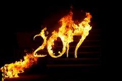 Brennende Zahlen 2017, als das Symbol des Endes des Jahres Stockfoto