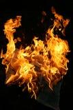Brennende Zeitung Stockfoto