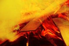 Brennender Abschluss des hölzernen Feuers herauf Auszug Stockfotos