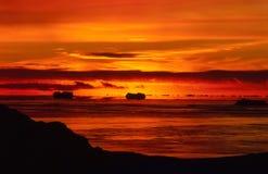 Brennender antarktischer Sonnenuntergang Lizenzfreie Stockfotos