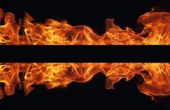 Brennender Feuerflammenrahmen auf schwarzem Hintergrund Stockfotografie