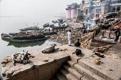 Brennender Platz in Varanasi, Indien lizenzfreie stockbilder