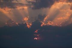 Brennender Sonnenuntergang lizenzfreie stockfotografie
