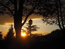 Brennender Sonnenuntergang von der alten Stadt von Bergamo zu den Hügeln, welche die Stadt umgeben Lizenzfreies Stockfoto