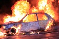 Brennendes Auto stockfotografie