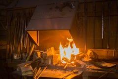 Brennendes Feuer im Ofen lizenzfreie stockfotografie