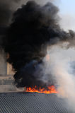 Brennendes Gebäude Lizenzfreies Stockfoto