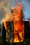 Brennendes Gebäude Stockfoto