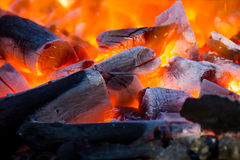 Brennendes Holz Lizenzfreies Stockfoto