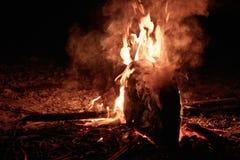 Brennendes Kanu Lizenzfreie Stockbilder