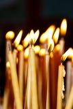 Brennendes Kerzenlicht stockfoto
